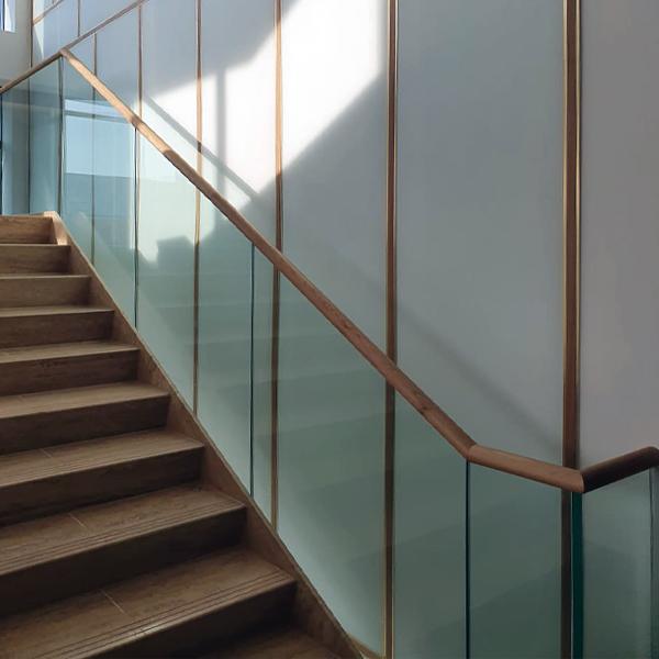 Üveg lépcsőkorlát