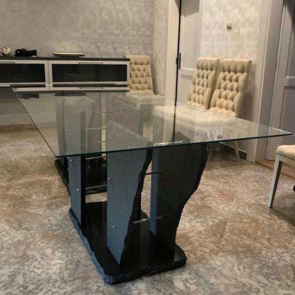 Üvegasztal